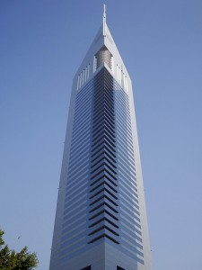 Небоскребы Дубая Emirates Office Tower фото Emirates Towers Hotel