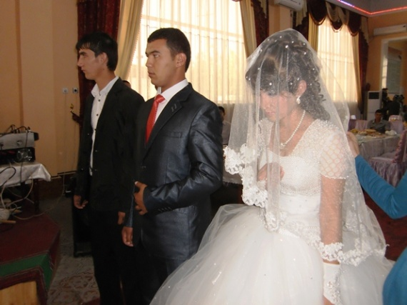 Свадьба. Узбек келин – куёв туйи.