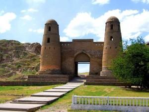 Гиссарская крепость фото
