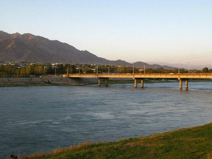 Худжанд фото. Река Сыр-дарья.