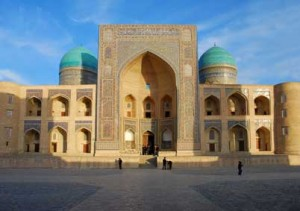Медресе Мири Араб -достопримечательности Бухары